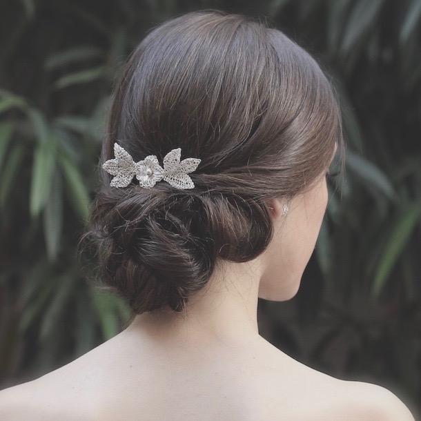 Tocado de novia o invitada de plata peineta camila for Tocados elegantes para bodas