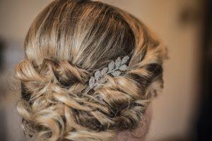 tocado de novia fiona hilos de plata